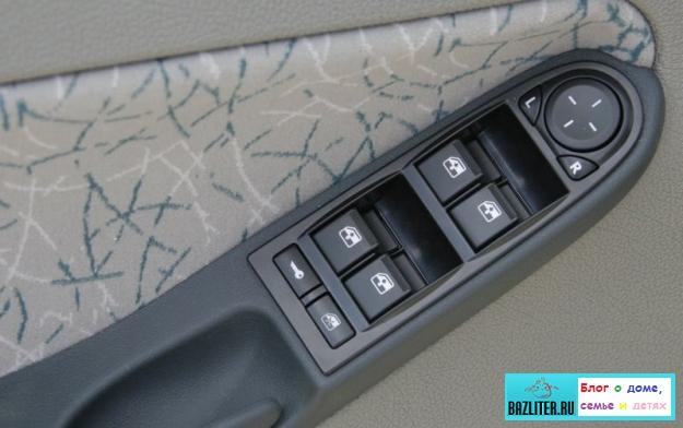 Стекла, зеркала и щетки стеклоочистителя автомобиля: особенности ухода и обслуживания