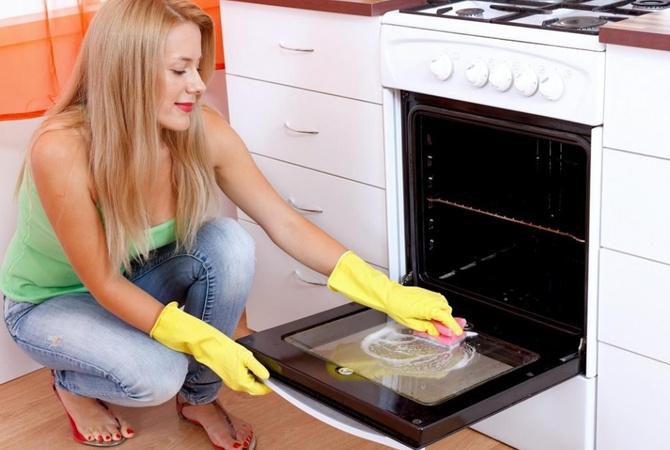 Преимущества и недостатки гидролизной очистки духовки