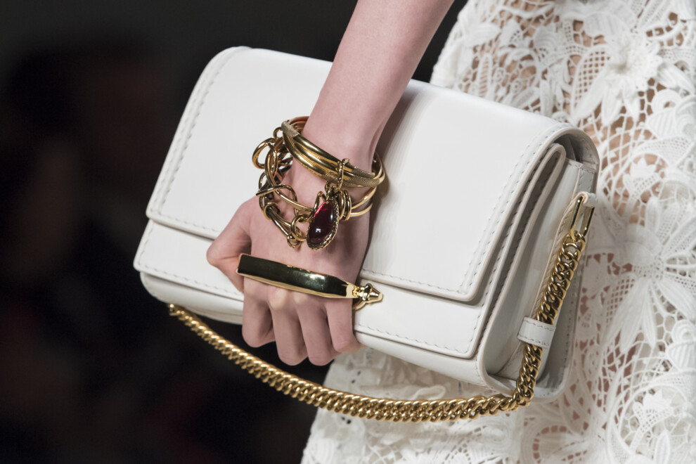 модная белая сумка