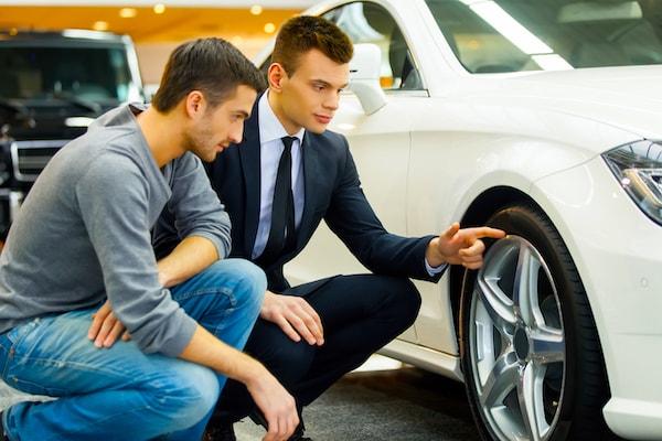 Проверка состояния машины при аренде авто