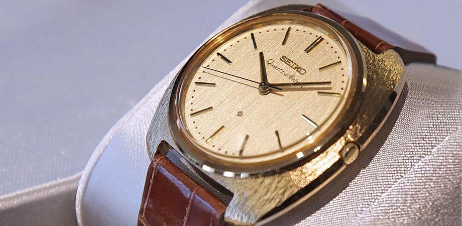первые кварцевые часы