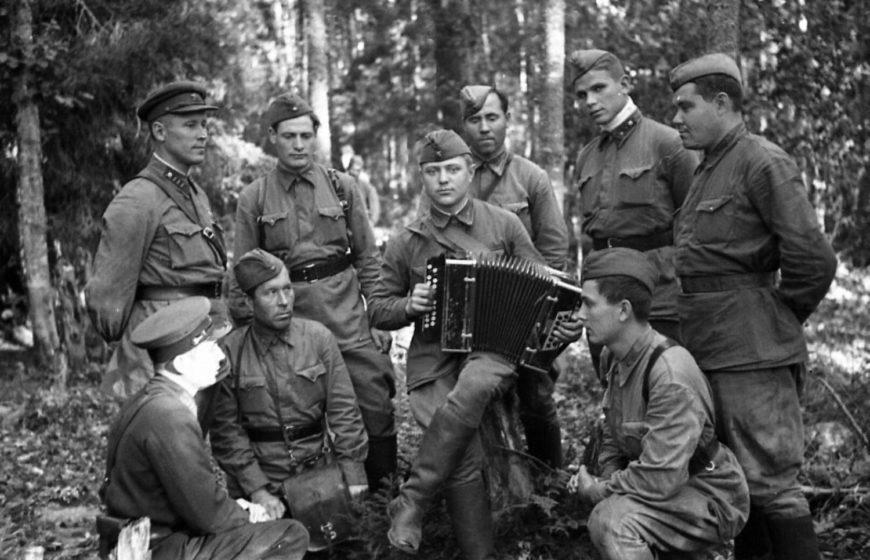 Значение военной песни