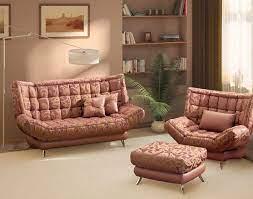 Удобство и красота дивана на высоких ножках для гостиной